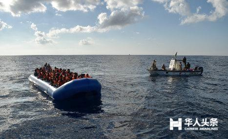 意大利海岸警卫队又救起1000名移民