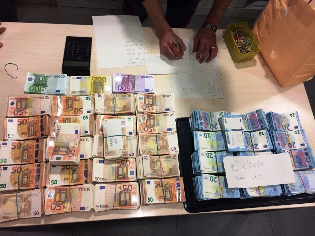 (图)都灵:宝马车上装有33万欧元现金被查,2人被告洗黑钱!