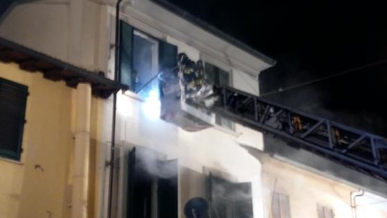 网上信誉赌博的网站:(视频)Prato:一房子发生火灾,数名华人被烧伤和烟雾中毒!