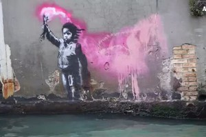 A Venezia spunta 'Naufrago bambino' potrebbe essere di Banksy (ANSA)