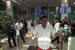 Visite mediche per Buffon e bagno di folla tra i fan (ANSA)