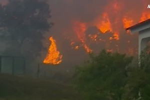 Portogallo, 9 feriti in un maxi incendio (ANSA)