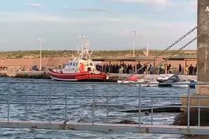 Migranti, Viminale: autorizzato sbarco 18 persone (ANSA)
